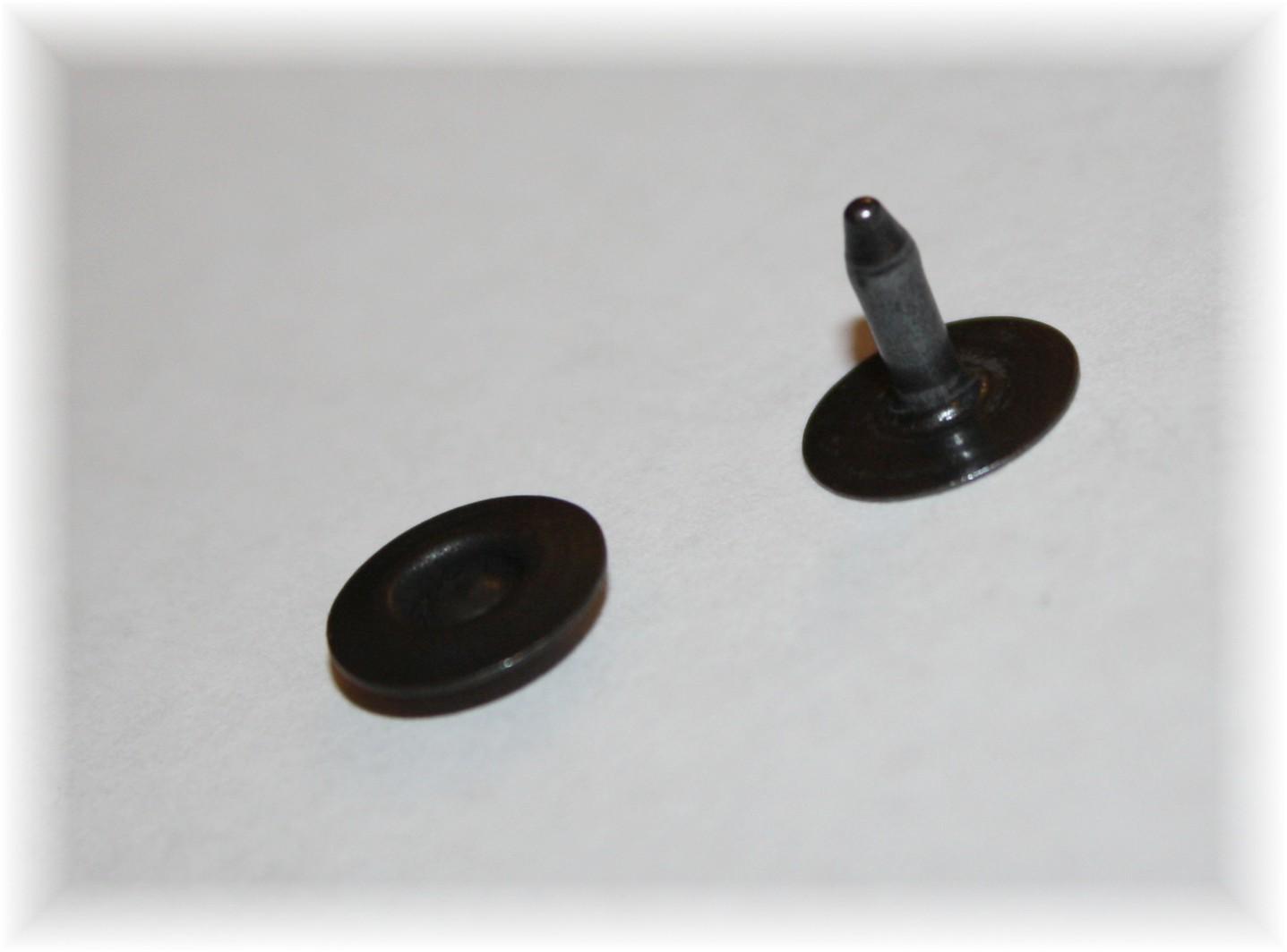 black-oxidel-ring-rivet-angela-wolf-designer-jeans-3.jpg